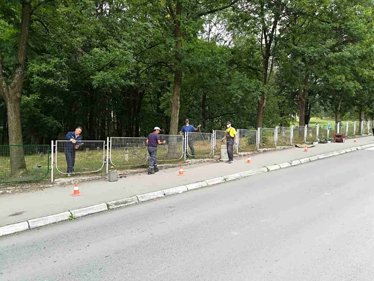 Farbanje ograde u Lovćenskoj ulici