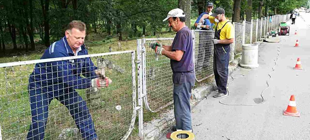 Farbanje zaštitnih ograda u Lovćenskoj ulici